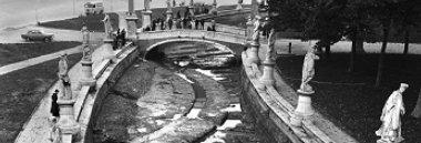 Prato della Valle: prosciugamento della canaletta e riemersione del teatro romano 380 ant